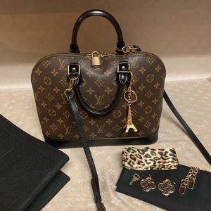 Authentic Louis Vuitton Alma Handbag 👜❤️🌸🌺